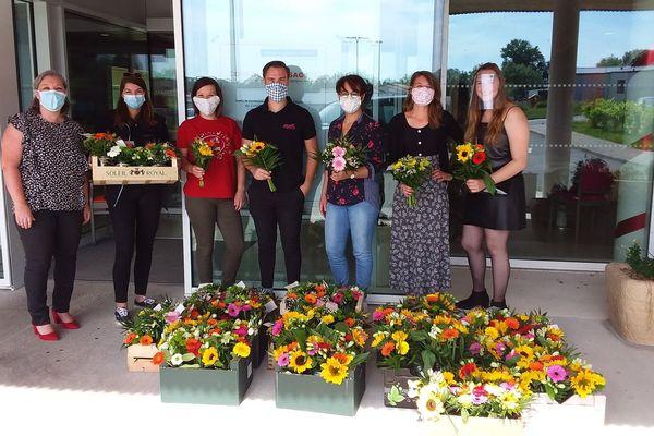 les bouquets de fleurs offerts aux résidents des Genets en fleur des Herbiers (Vendée)