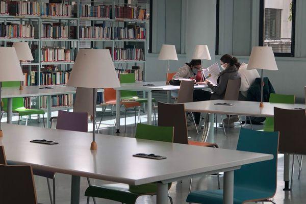 A l'intérieur de la bibliothèque universitaire du campus de Saint-Martin-d'Hères, ce lundi.