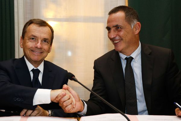 08/11/2018 - Déploiement de la fibre en Corse, signature d'une convention entre le PDG d'Altice France, Alain Weill et le président du Conseil exécutif de Corse, Gilles Simeoni