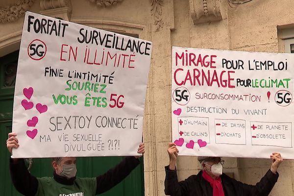 Manifestation contre le déploiement de la 5G à Montpellier, le 13 février 2021.