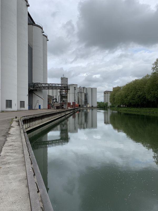 La vue sur la Seine, depuis le quai à Nogent-sur-Seine.