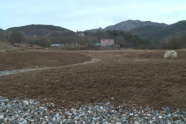 A la Penne (Alpes-Maritimes), les 9 hectares autour du château seront cultivés selon les principes de la permaculture, le projet s'appelle la Plume.