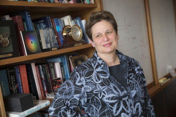 Catherine Dulac, neurobiologiste, professeur et chercheuse,dans son bureau d'Harvard.