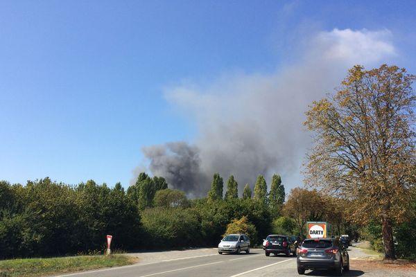 La fumée se voyait de loin ce matin