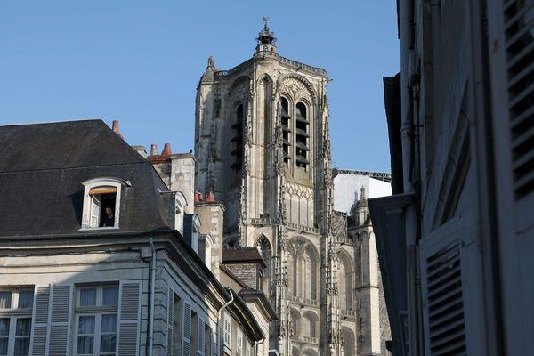 A Bourges, 5 candidats se font face.