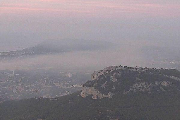 Incendie sur la montagne entre Toulon et Ollioules - Archives