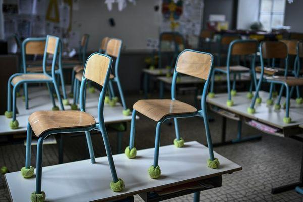 Les chaises des écoles prêtes à être déconfinées pour le 12 mai