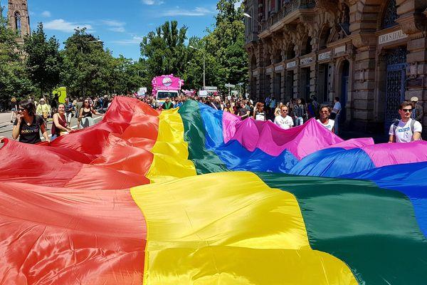 La marche des visibilités LGBTI, c'est en ce moment à Strasbourg
