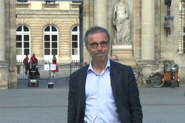 Pierre Hurmic au lendemain de sa victoire lors des Municipales à Bordeaux, le 29 juin 2020 davant le Palis RoHan.