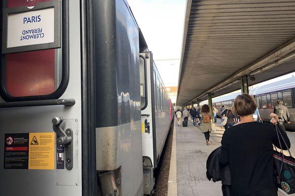 Retards à répétition, pannes, prix trop élevé, un Wifi pas toujours accessible...La ligne SNCF Clermont-Ferrand-Paris fait l'objet de nombreuses critiques.