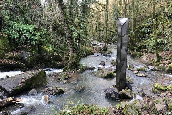 """Sculpture type """"monolithe"""" - Puits d'Enfer - Exireuil (Deux-Sèvres)"""