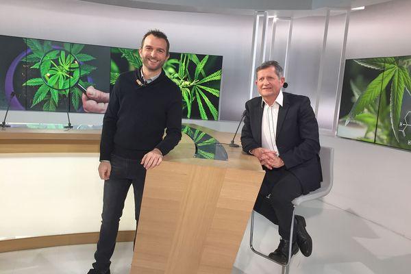 """Patrick Giniès, chef de service du département douleur du CHU de Montpellier explique l'utilisation du cannabis à usage médical appelé également cannabis thérapeutique pendant l'émission """"Ensemble c'est mieux"""" présentée par Mickaël Potot sur France 3 Occitanie."""