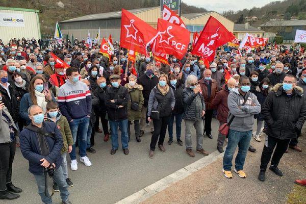 2200 personnes se sont rassemblées devant l'usine Sam ce dimanche 21 février 2021.