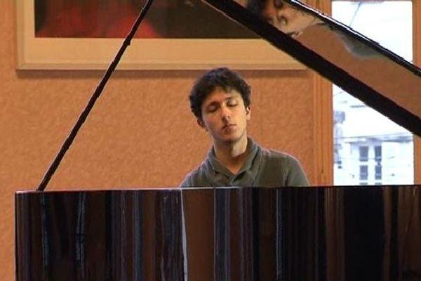Ismaël Margain, jeune pianiste de 22 ans, formé à Guéret
