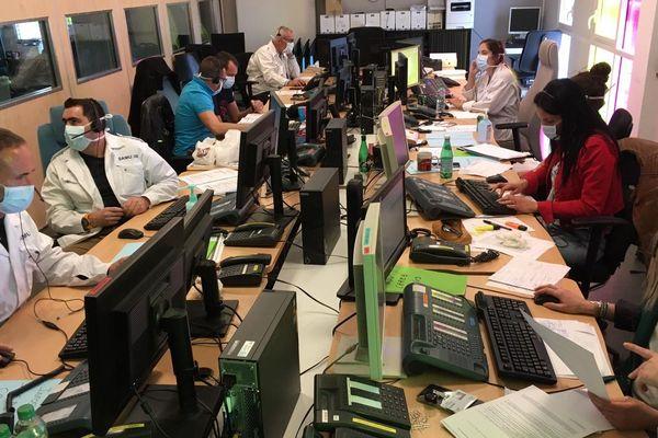 Nîmes - la salle Covid19 du centre 15. Le numéro d'urgence est saturé par 3.400 appels quotidiens au lieu de 600 habituellement - 16 mars 2020.