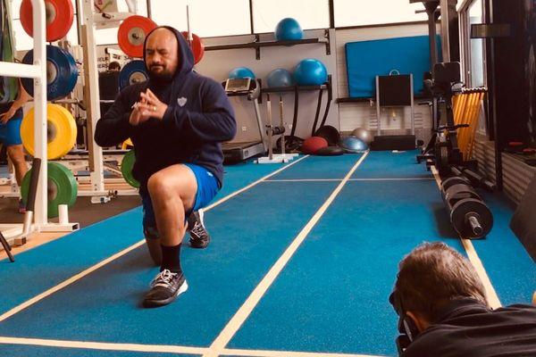 Karena Wihongi à l'entraînement filmé pour Rugby Magazine