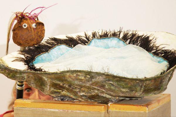 Le clou du spectacle : l'entrée en scène de la larve, d'huître bien sûr ! Photo David Minaca