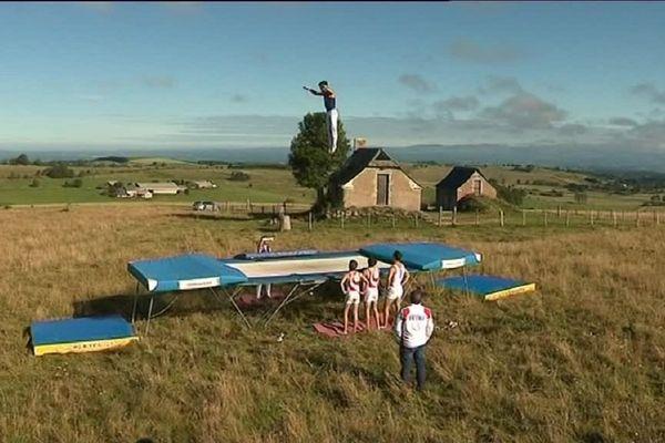 L'équipe de France de trampoline à l'entraînement sur le plateau de l'Aubrac
