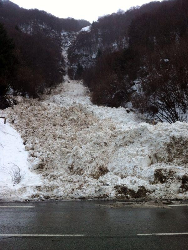 Une coulée de neige près de la Mongie