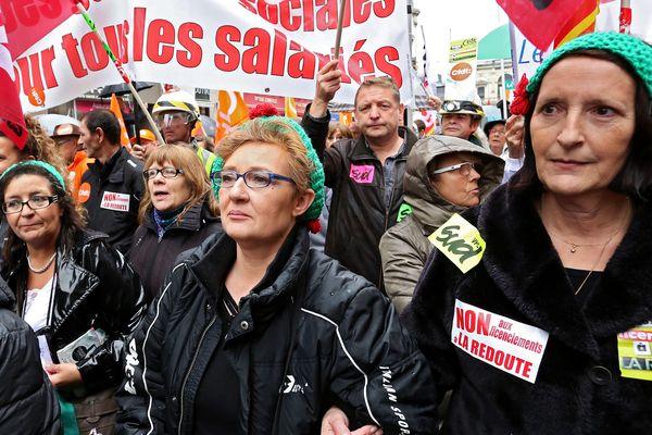 L'inquiétude se lit sur les visages des salariés de La Redoute, le 7 novembre 2013 lors de leur grande manifestation à Lille.