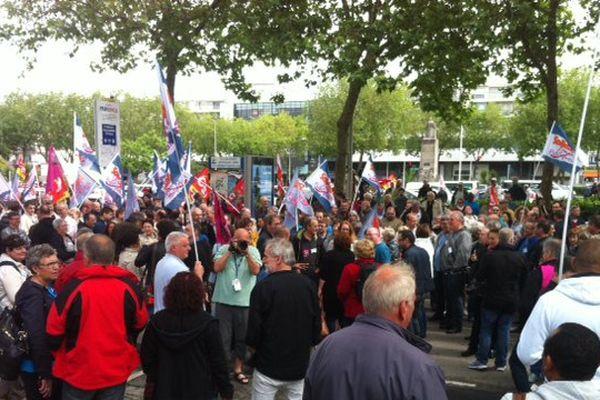 Un millier de manifestants rassemblés devant la sous-préfecture de Lorient