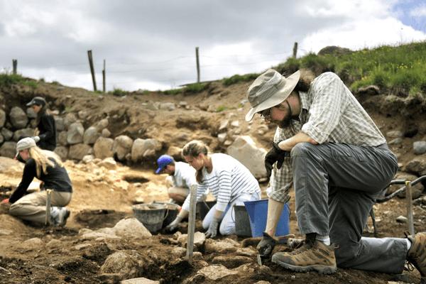Fouilles Archéologiques Compains