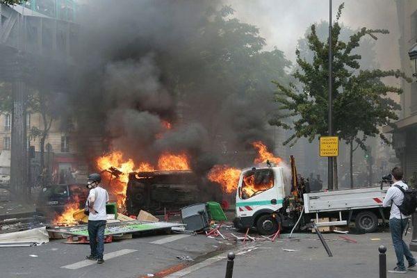 Le 19 juillet dernier, la manifestation interdite en soutien aux Palestiniens de Gaza a dégénéré, causant de nombreux dégâts, comme cette camionnette SNCF, cassée puis incendiée.