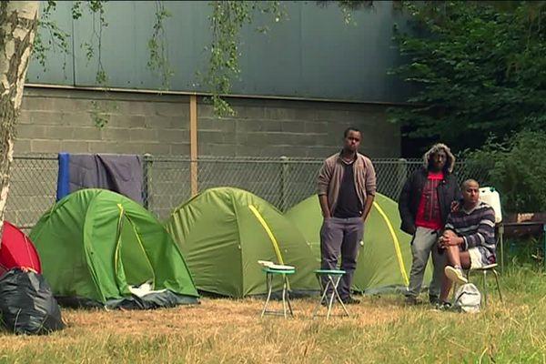 Des habitants et un collectif ont mis des tentes à disposition des migrants