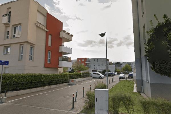 La rue Salluste à Strasbourg, où s'est déclaré le feu de matelas ce samedi soir.