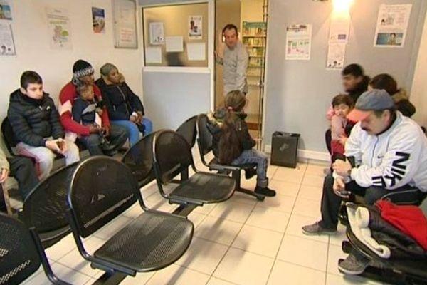 Du monde en salle d'attente, chez un médecin généraliste d'Amiens.