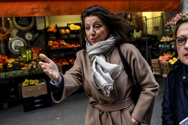 Agnès Buzyn, le 18 février à Paris, aux côtés de Florence Berthout (ex-LR), maire du 5e arrondissement.