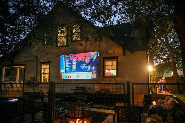 La soiré électorale projetée en direct sur le mur d'une maison aux Etats-Unis (image d'illustration)