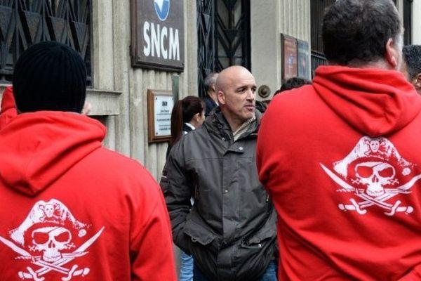 Grévistes devant le siège de la SNCM à Marseille en janvier 2014