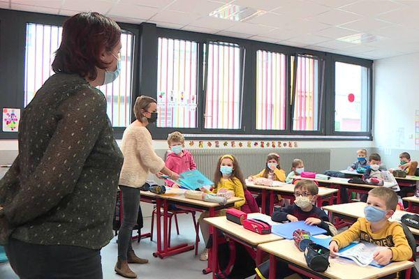 La classe de CP de l'école Saint-Clotilde à Amiens pour la rentrée des classes le lundi 2 novembre 2020.