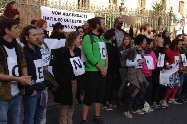 Environ 1.000 personnes rassemblées pour le climat devant la préfecture de l'Hérault, à Montpellier - 29 novembre 2015