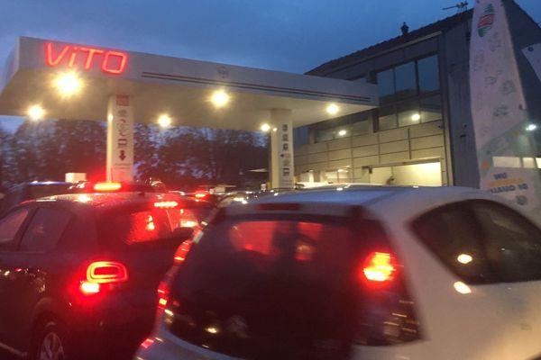 19/11/2018 - Rumeur de blocage de dépôt pétrolier, la psychose s'empare des automobilistes en Corse.