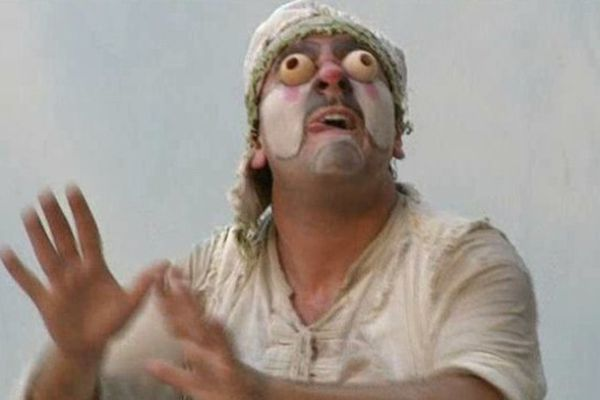 Ciro Cesarano dans le rôle du bouffon aveugle.