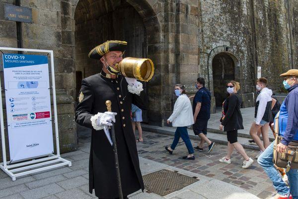 Le masque avait déjà été rendu obligatoire en mai lors des week-ends de l'Ascension et de la Pentecôte