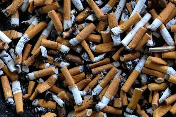 La baisse de la consommation d'alcool pourrait avoir favorisé la baisse de la consommation du tabac pense une tabacologue.