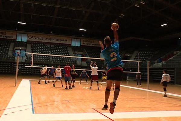 """Deux matches France-Italie de """"Volley Sourd"""" dès ce vendreid soir à 18 heures à Cannes."""