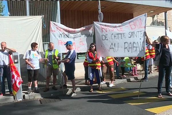 Le personnel de l'hôpital de Cadillac en grève contre la fermeture de 15 lits cet été.