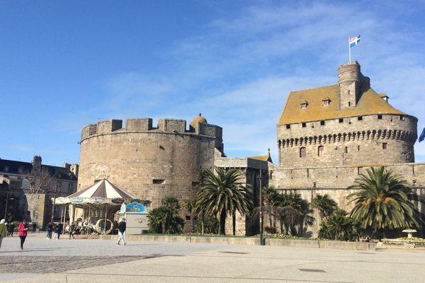 le château de Saint-Malo, abritant l'hôtel de ville