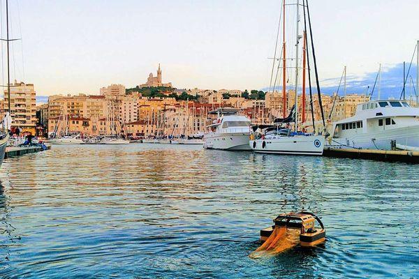 Le robot va nettoyer le Vieux Port de Marseille.
