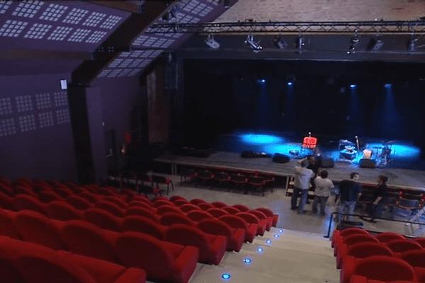 Pour des raisons budgétaires, le village de Salives remet en cause l'existence de sa salle de spectacle.