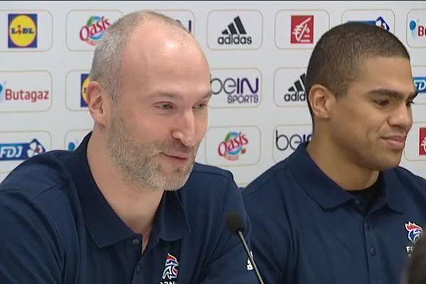 Thierry Omeyer et Daniel Narcisse, les deux néo-retraités bleus multimédaillés, ont répondu ensemble à la presse, avec beaucoup d'émotion.