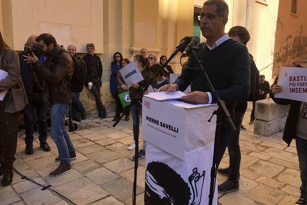 Pierre Savelli, le jour de l'annonce de sa candidature, devant l'église Saint-Charles, le 30 novembre dernier