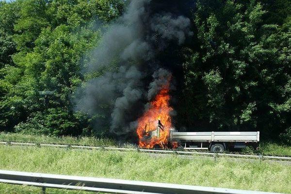 Un poids lourd est en feu sur l'A31 dans le sens nord-sud à Mousson.