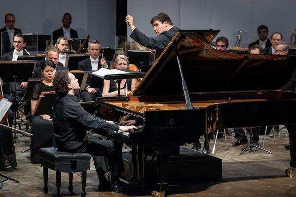 Egveny Kissin en ouverture du festival de piano de La Roque d'Anthéron avec l'orchestre philarmonique de Radio France.