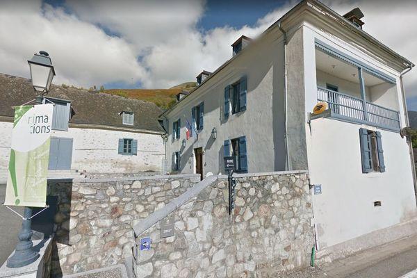 L'agence postale dans le village d'Aucun dans les Hautes-Pyrénées