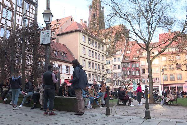 La place des Tripiers, comme d'autres rues ou quais strasbourgeois, était devenue un lieu de rassemblement privilégié avant le troisième confinement.